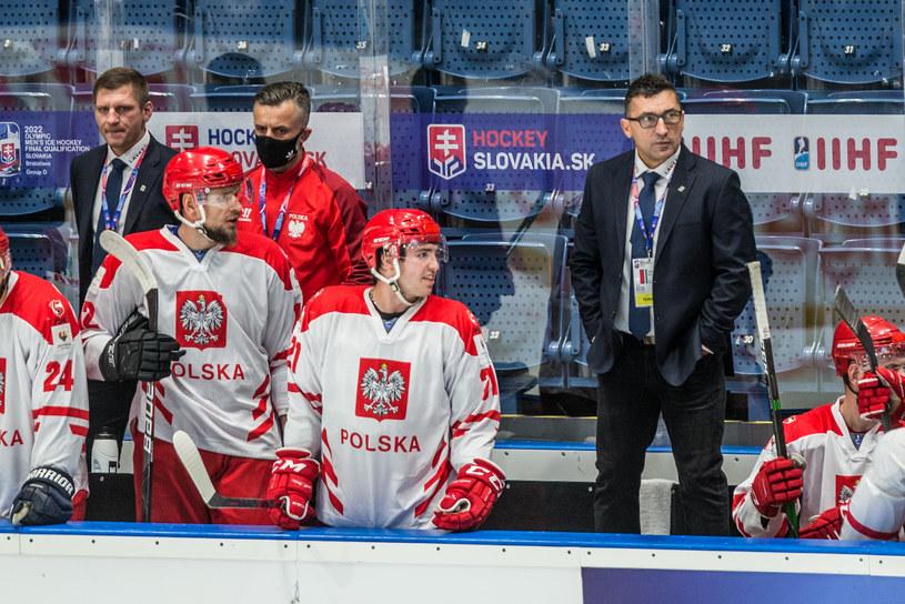 Polscy hokeiści i trener Robert Kalaber podczas kwalifikacji olimpijskich w Bratysławie /Fot. Michał Chwieduk /Newspix
