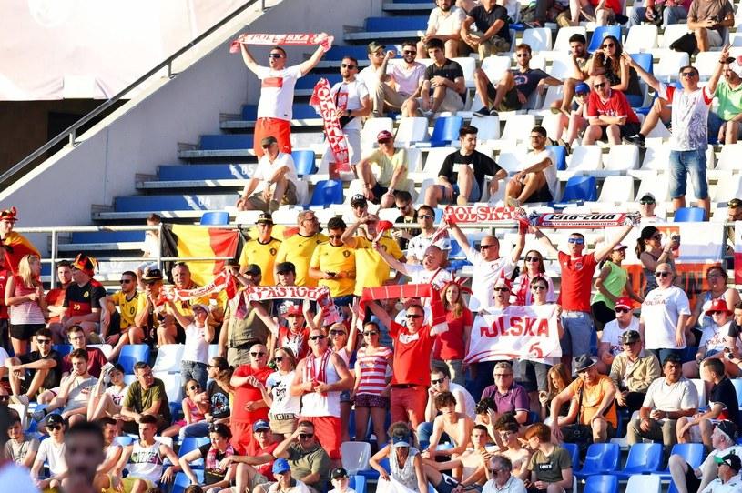 Polscy kibice podczas meczu naszej reprezentacji do lat 21 z Belgią /PAP/EPA