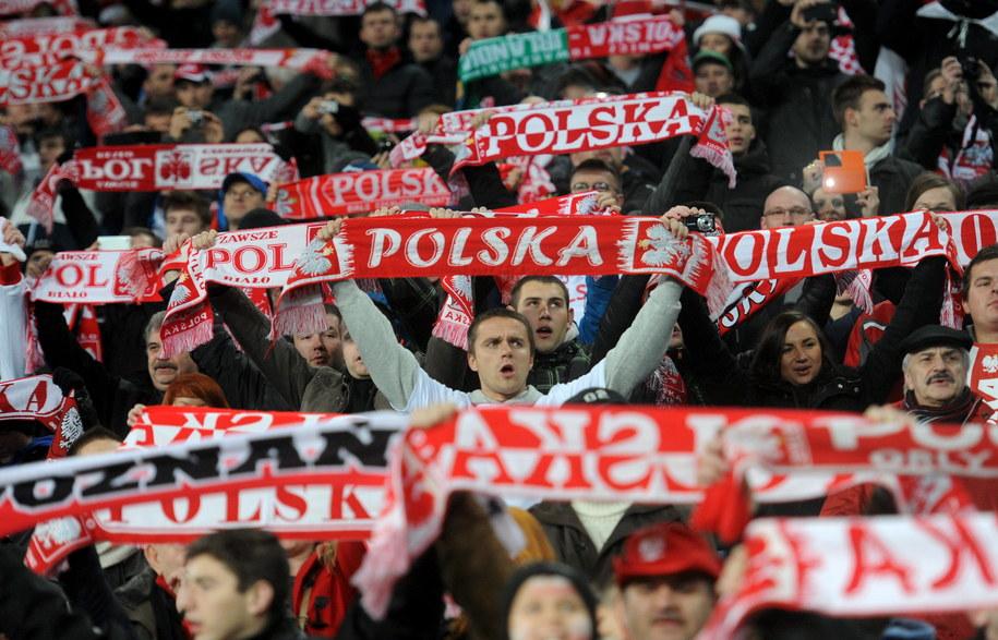 Polscy kibice podczas meczu towarzyskiego z Irlandią w Poznaniu /Bartłomiej Zborowski /PAP