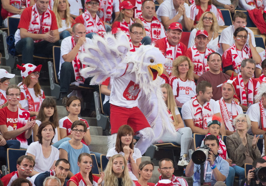 Polscy kibice podczas meczu z Włochami w grupie E mistrzostw świata siatkarzy w Łodzi /Grzegorz Michałowski /PAP