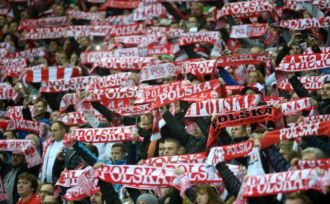 Polscy kibice podczas towarzyskiego meczu z Islandią w Warszawie /Bartłomiej Zborowski /PAP