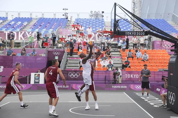 Polscy koszykarze 3x3 przegrali z Łotwą 14:21 / FAZRY ISMAIL    /PAP/EPA