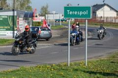 Polscy motocykliści na przejściu granicznym w Terespolu