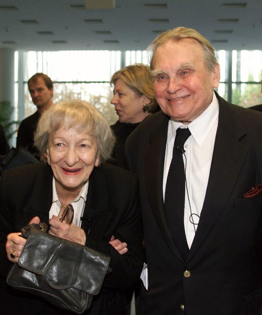 Polscy nobliści Wisława Szymborska i Czesław Miłosz podczas otwarcia międzynarodowych targów książki we Frankfurcie w roku 2000 /AFP PHOTO / JANEK SKARZYNSKI /PAP/EPA