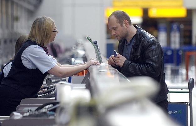 Polscy pasażerowie darują liniom lotniczym miliard /AFP
