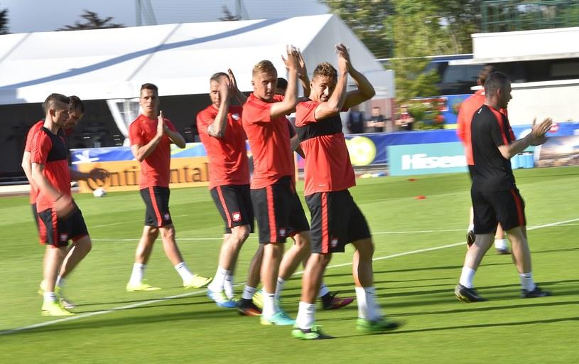 Polscy piłkarze na pierwszym treningu w La Baule /AFP
