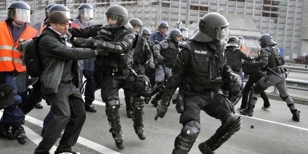 Polscy policjanci pomogą gospodarzom /AFP