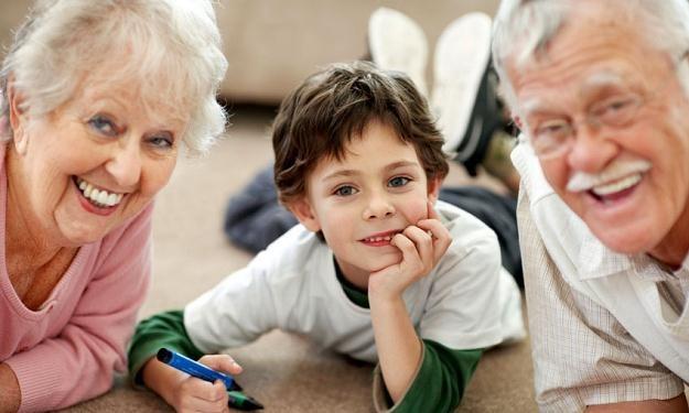 Polscy rodzice tygodniowo spędzają ze swoimi dziećmi niewiele ponad godzinę /© Panthermedia