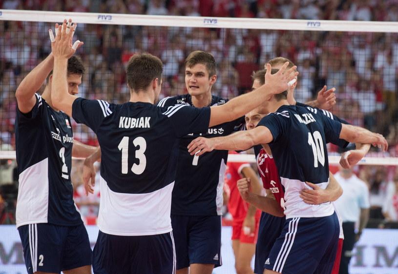 Polscy siatkarze cieszą się podczas meczu z Iranem /Grzegorz Michałowski /PAP