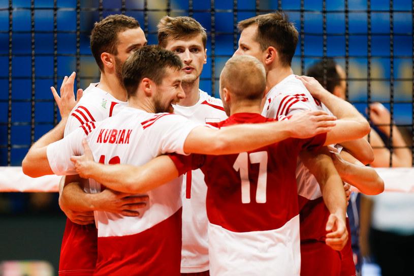 Polscy siatkarze cieszą się z pokonania Włochów /www.fivb.org