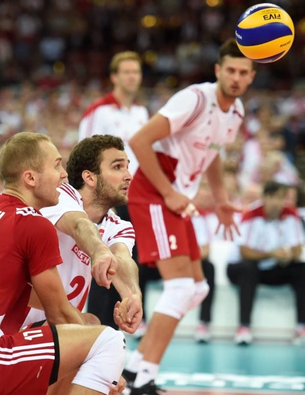 Polscy siatkarze: Paweł Zatorski (L), Mateusz Mika (C) i Michał Winiarski (P) /Bartłomiej Zborowski /PAP