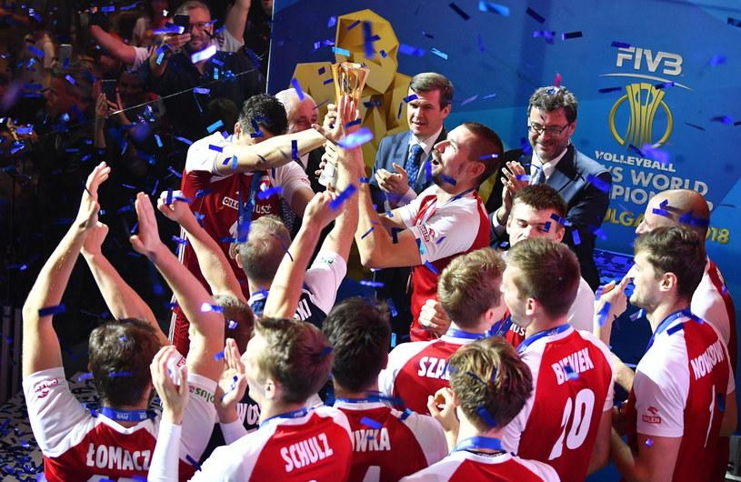 Polscy siatkarze świętują mistrzostwo świata /PAP/EPA