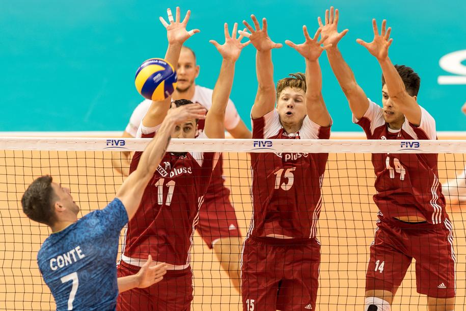 Polscy siatkarze w czasie meczu z Argentyną /Maciej Kulczyński /PAP
