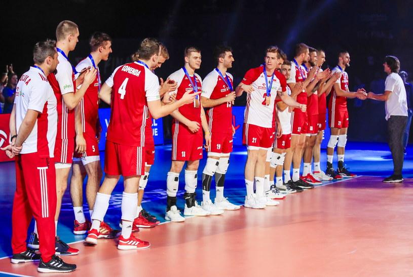 Polscy siatkarze z brązowymi medalami /PAP/EPA