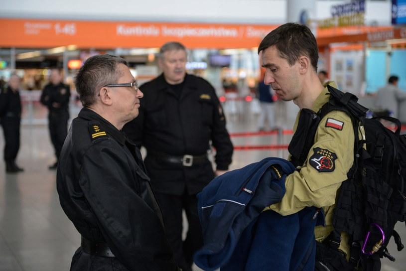 Polscy strażacy polecieli do Nepalu /Jakub Kamiński   /PAP