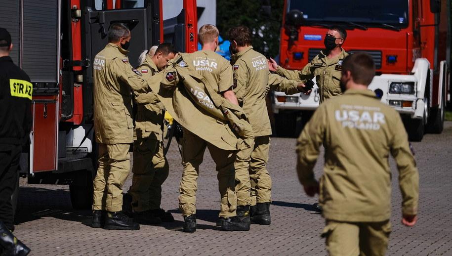 Polscy strażacy przed wyjazdem /Mateusz Marek /PAP