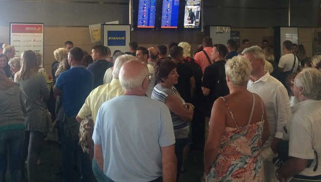 Polscy turyści koczują na lotnisku /Paweł Balinowski /RMF FM