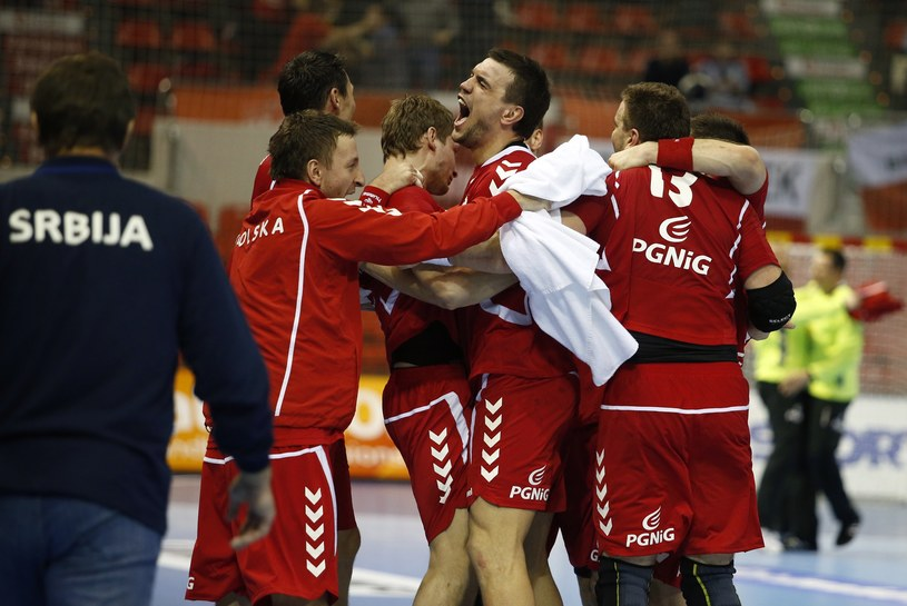 Polscy zawodnicy uradowani po meczu z Serbią /AFP