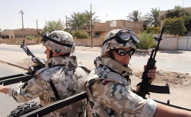 Polscy żołnierze pozostają na misji w Iraku. Na razie