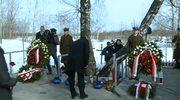 Polska delegacja do Smoleńska oddaje hołd ofiarom katastrofy