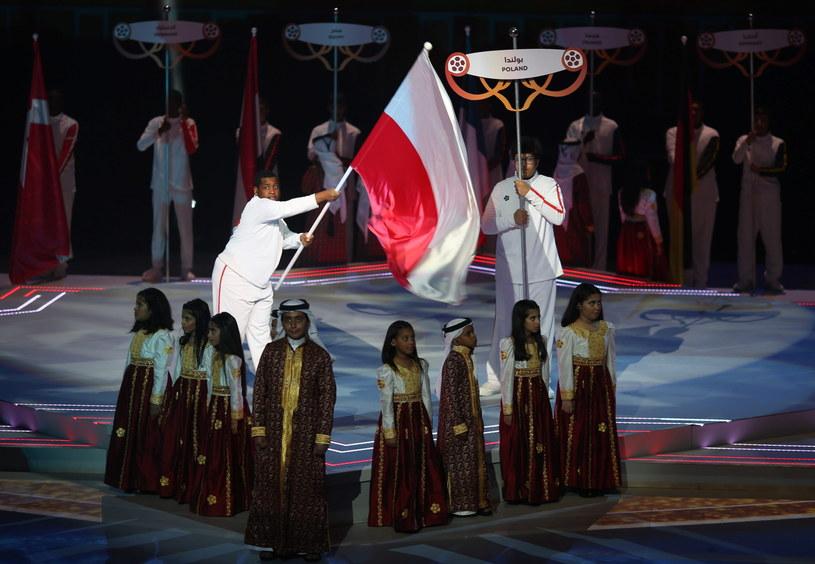 Polska flaga na ceremonii otwarcia MŚ piłkarzy ręcznych /PAP/EPA