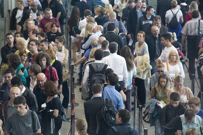 Polska od wejścia do UE straciła ponad dwa miliony obywateli. /Andrzej Hulimka  /Reporter