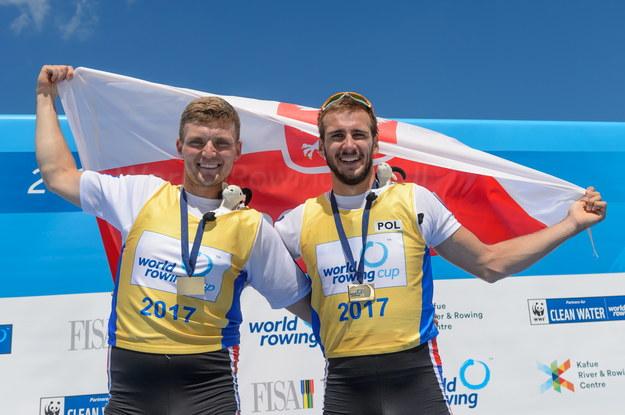 Polska osada Dominik Czaja (P) i Adam Wcenciak (L) zajęła trzecie miejsce w finałowym wyścigu dwójek podwójnych mężczyzn, podczas zawodów Pucharu Świata w wioślarstwie, rozgrywanych na Torze Regatowym Malta w Poznaniu /Jakub Kaczmarczyk /PAP