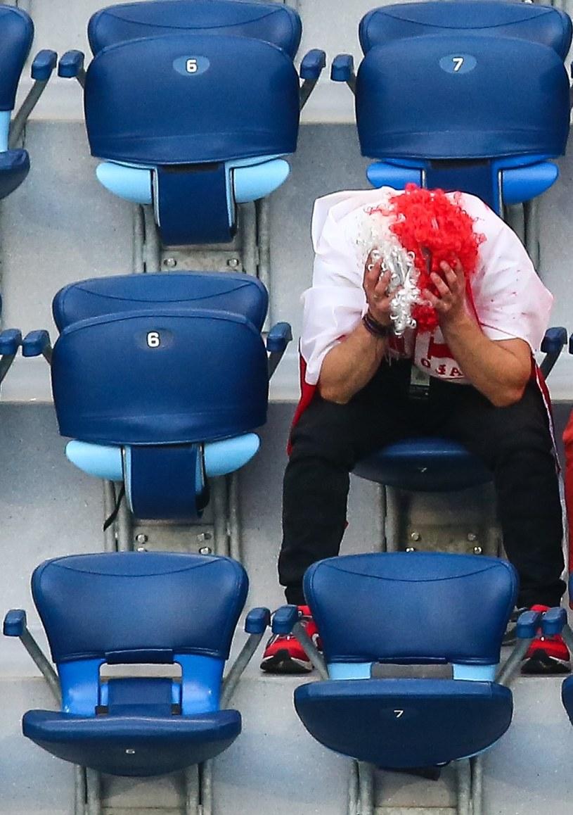 Polska - Słowacja na Euro 2020, załamani kibice reprezentacji Polski na stadionie w Sankt Petersburgu /Tomasz Jastrzebowski/Foto Olimpik /Newspix