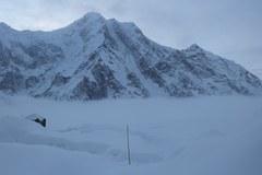 Polska wyprawa na Baturę Sar zakończyła działalność. Śnieg w bazie, lawina na górze
