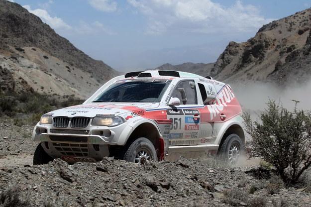 Polska załoga Piotr Beaupre i Jacek Lisicki w BMW na trasie trzeciego etapu Rajdu Dakar /Jacek Bonecki /PAP