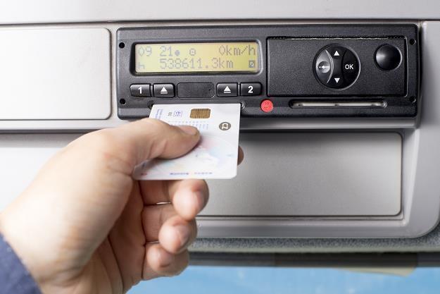 Polska zdąży z nowymi kartami do tachografów inteligentnych /©123RF/PICSEL