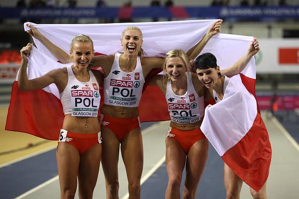 Polska złota sztafeta w komplecie. Od lewej: Anna Kiełbasińska, Iga Baumgart-Witan, Małgorzata Hołub-Kowalik i Justyna Święty-Ersetic /Getty Images