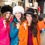 """Polskę ogarnie """"selfie-shopping""""? Przez """"millennial shopperów"""". O co chodzi?"""