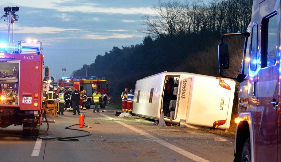Polski autokar rozbił się na autostradzie niedaleko Berlina /Bernd Settnik    /PAP/EPA