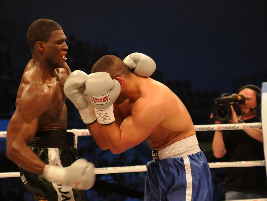 Polski bokser Izuagbe Ugonoh (L) walczy z reprezentującym Niemcy Rashidem Raad'em (P) /Tytus Żmijewski /PAP