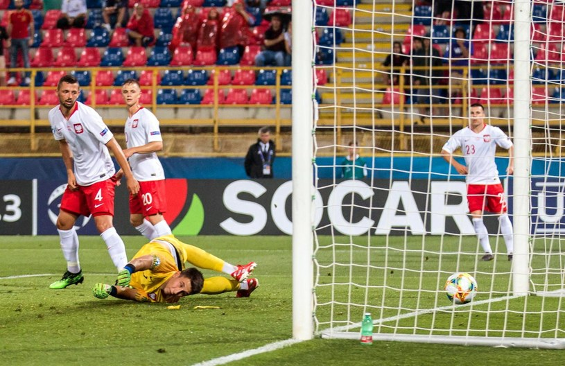 Polski bramkarz Kamil Grabara pokonany w meczu z Hiszpanią /PAP/EPA