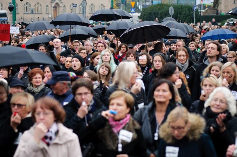 """Polski """"Czarny Protest"""" zainspirował setki tysięcy kobiet na całym świecie /Jacek Trublajewicz/REPORTER /East News"""
