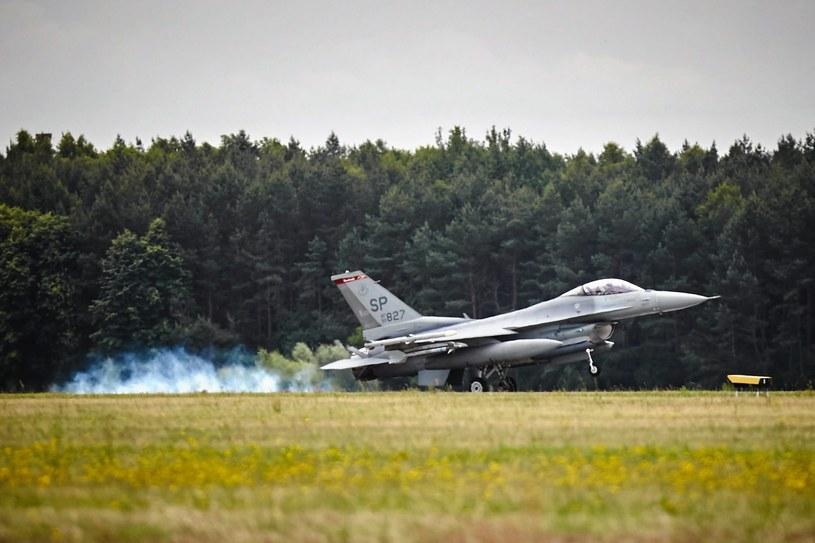 Polski F-16 startuje z bazy w Łasku /Tomasz Stańczak  /