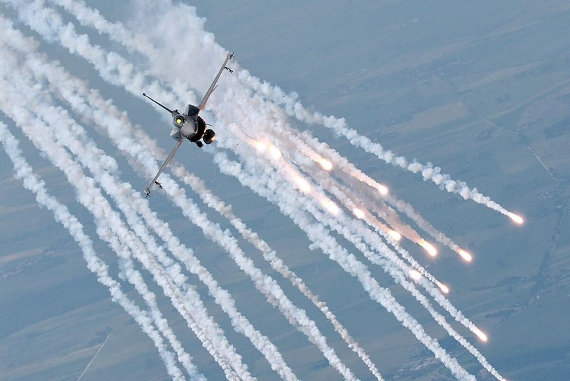 Polski F-16 w locie ćwiczebnym /Bartek Bera www.rbsphotos.com/bartosz-bera /INTERIA.PL