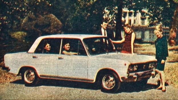 """Polski Fiat 125p. Jakość druku zdjęć w """"Motorach"""" z przeszłości pozostawiała czasem nieco do życzenia... (przyp. red. magazynauto.pl) /Fiat"""