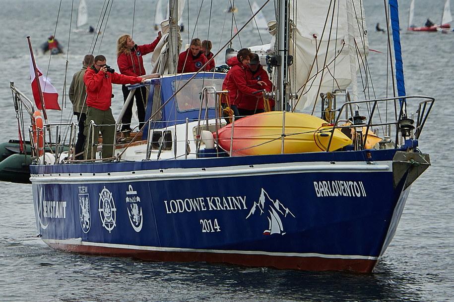 Polski jacht Barlovento II wypływa z mariny w Gdyni /Adam Warżawa /PAP