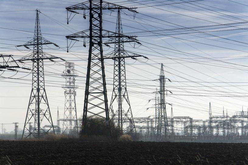 Polski przemysł może mocno ograniczyć zużycie prądu /123RF/PICSEL
