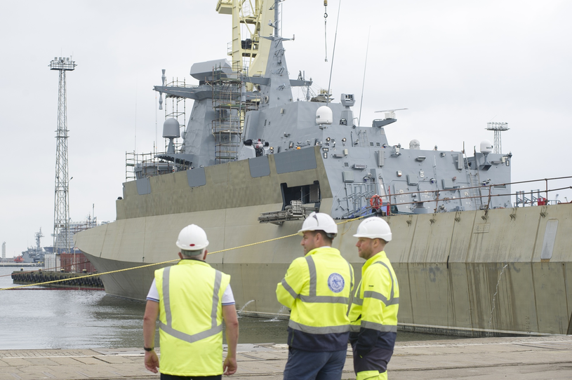 Polski przemysł stoczniowy od prawie dwóch dekad nie może dokończyć budowy patrolowca, który miał być fregatą /Wojciech Stóżyk /East News