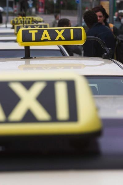 Polski rynek taksówek ulega w ostatnich latach dynamicznym, wręcz rewolucyjnym zmianom /poboczem.pl
