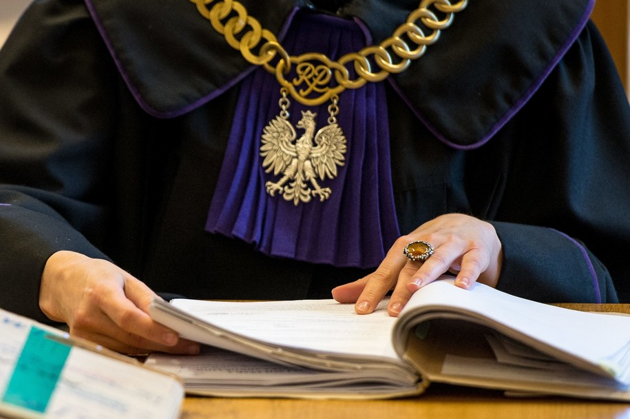 Polski rząd ostatecznie zrezygnował z przepisów obniżających wiek emerytalny sędziów (zdj. ilustracyjne) / Maciej Kulczyński    /PAP