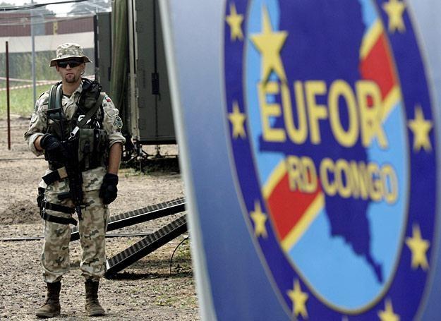 Polski żołnierz na misji EUFOR w Czadzie. Lipiec 2006 r. /AFP