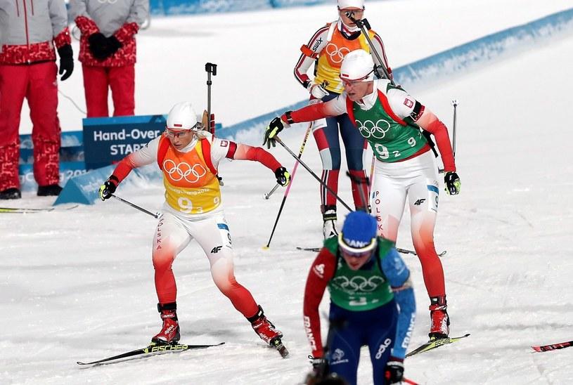 Polskie biathlonistki Krystyna Guzik (L) i Magdalena Gwizdoń / Grzegorz Momot    /PAP