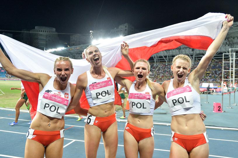 Polskie biegaczki cieszą się ze złotego medalu /Informacja prasowa