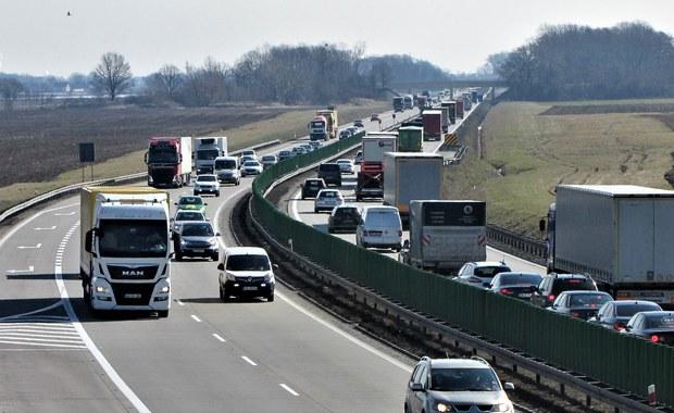 Polskie drogi według NIK: Za mało stacji benzynowych i parkingów