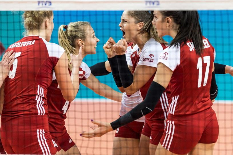 Polskie siatkarki cieszą się podczas meczu Ligi Narodów z Rosją / Maciej Kulczyński    /PAP